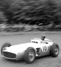 Photograph of Juan Manuel Fangio racing